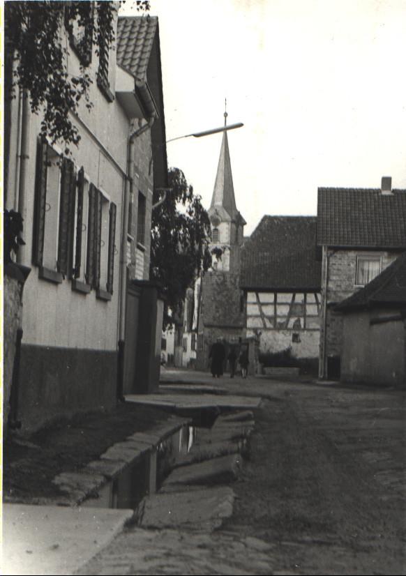 Bahnhofstraße mit Dorfbach, heute Geitherstraße