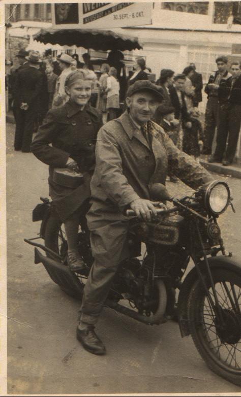 Georg Schneider (Seppl Schorsch) mit Tochter Rita