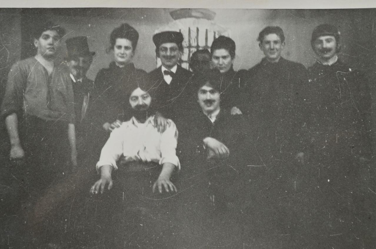 """Theatergruppe mit """" Der Glockengieser von Preslau"""", u.a mit Günter Stadler als Titelheld, Artur Weisbrod, Fritz Weber, Eugen Seeber,"""
