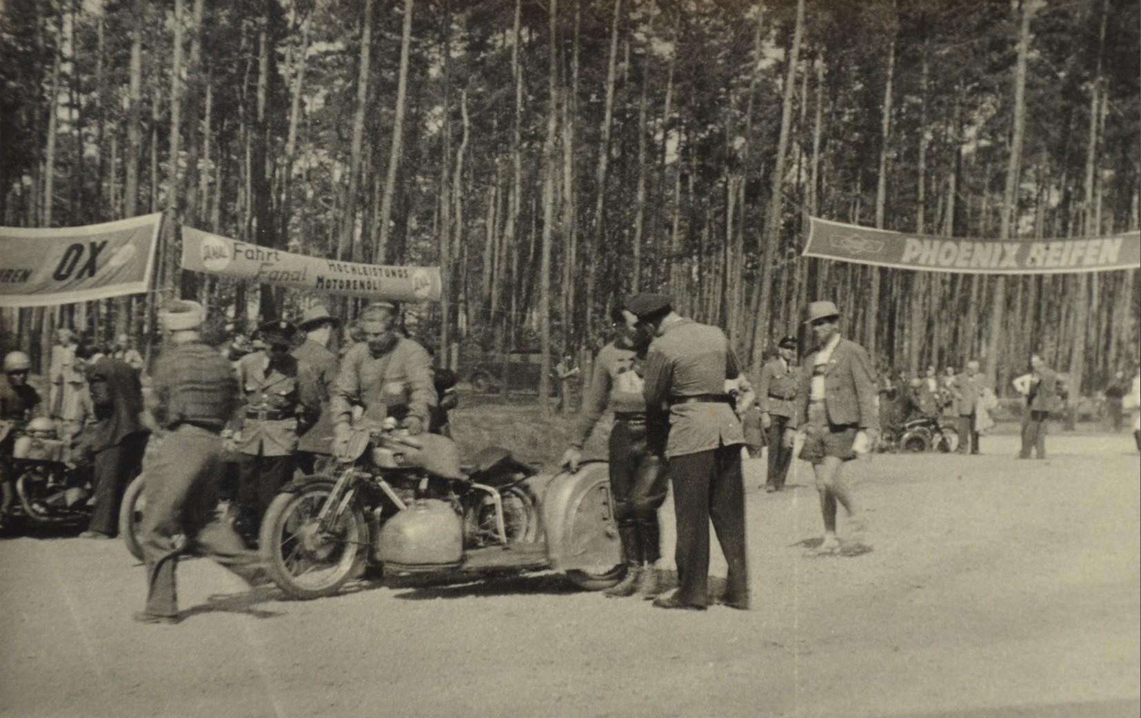Vorbereitung zum Seitenwagenrennen auf altem Hockenheimring Mai 1950