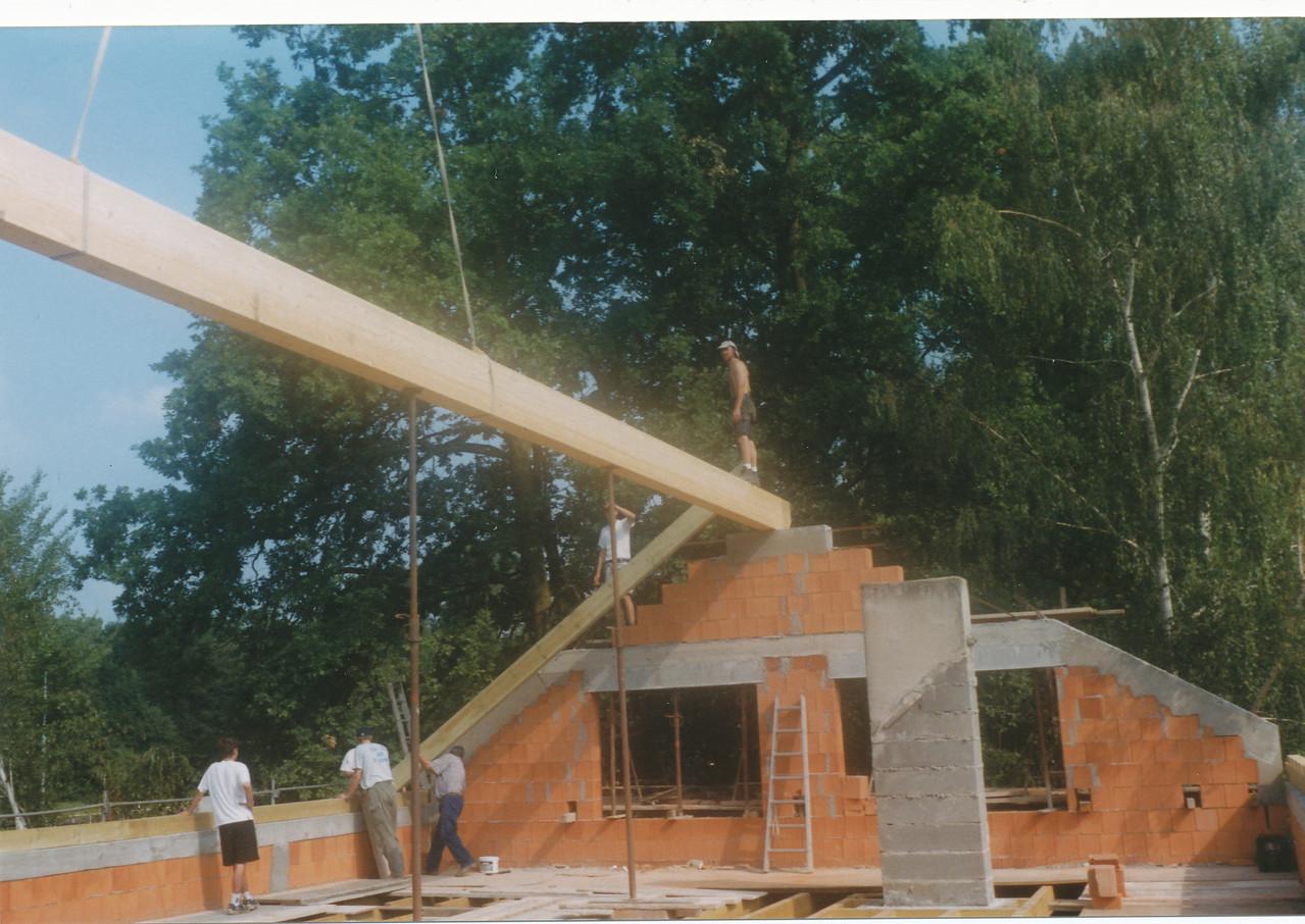 Aufschlagen des Daches des SVG-Sportheimes, Juli 1999
