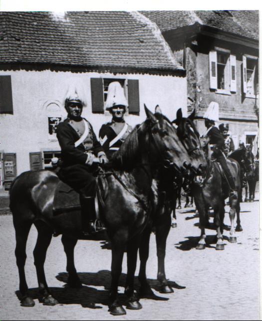 Kriegerfest 1935 mit Rudolf Henrich und Jakob Weber im Vordergrund (Kriegerverein)
