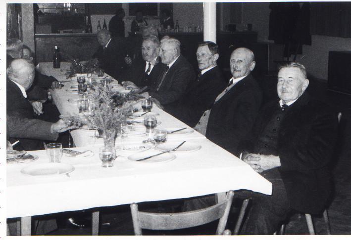 Altennachmittag: v.r. Jakob Funk (Büttel-Martin-Jakob), Wilhelm Weber, Franz Klohe, Franz Adam, Adam Engler u.a.