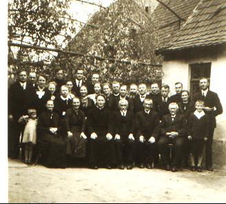 Primiz Alois Engler 1937, u.a. erste Reihe Primiziant mit Eltern Thomas u. Anna, geb. Weber, l.a. Marie Johannes Kästel (Großeltern von Norbert Kästel), Karl Stahler, Alfons Schaaf