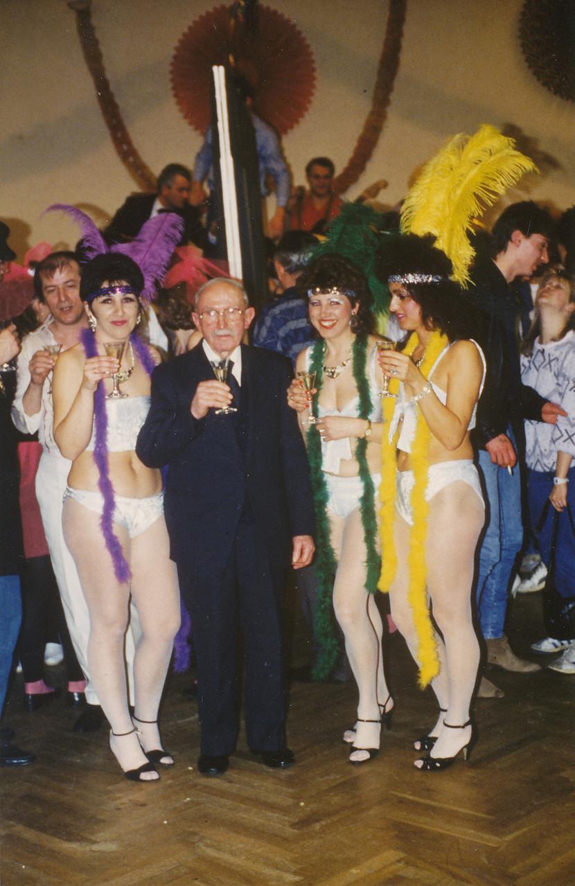 Närrische Singstunde 1988 mit Jakob Engler, umringt von Rita Braun, Ingeborg Klohe und Ursula Kästel