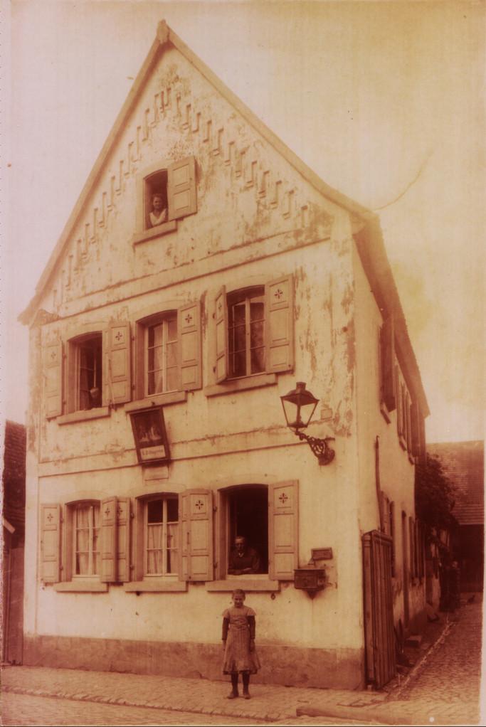 "Ehemalige ""königliche Post"",  1876 - 1920, Haus Kästel, Gäustraße 38"