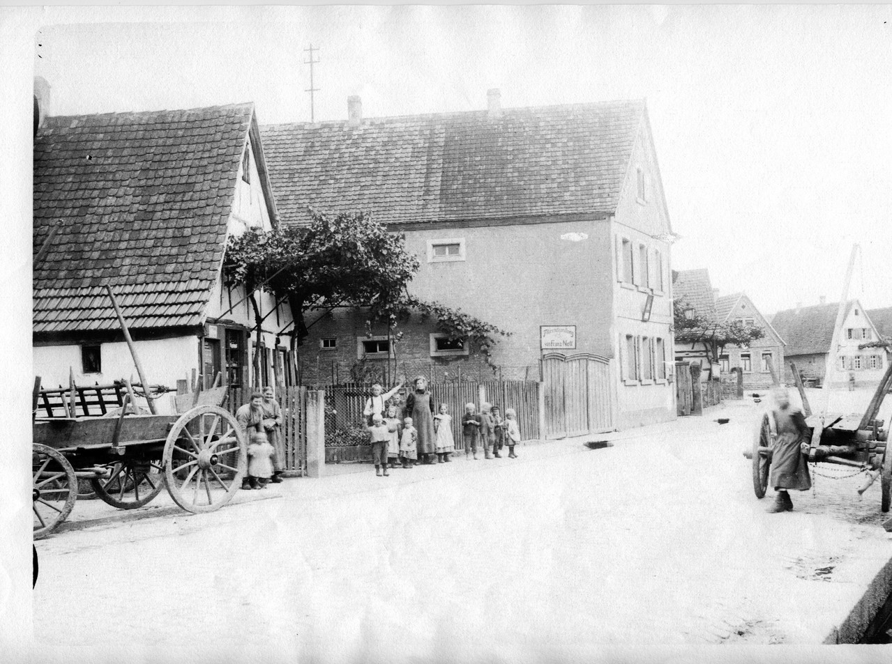 Fahrradhandelung Nett, daneben Postgebüde um 1910