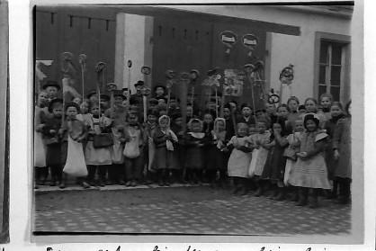 """Sommertag vor """"Spritzenhaus"""" neben Altem Schulhaus"""