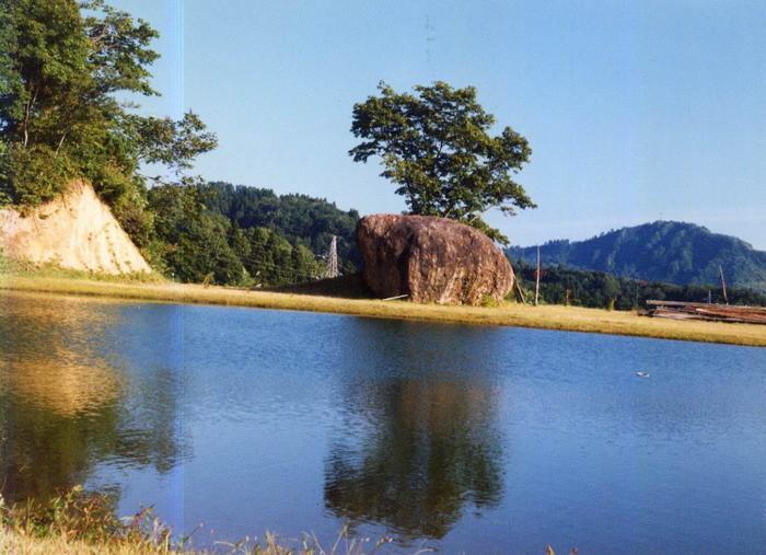 東山玉子石