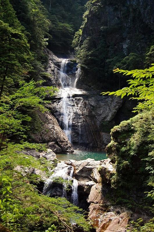 七ツ釜滝:小屋から30分。日本百名瀑です