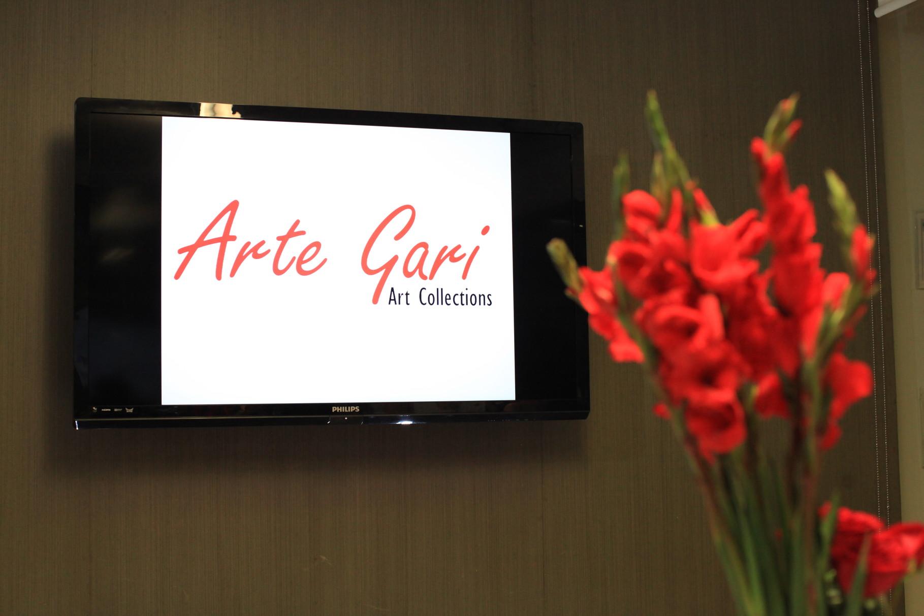 Proyección de logotipo de la Galería en pantalla