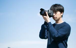 【画像】写真を撮る男性
