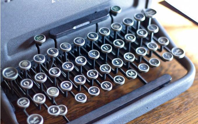 【画像】古いタイプライター