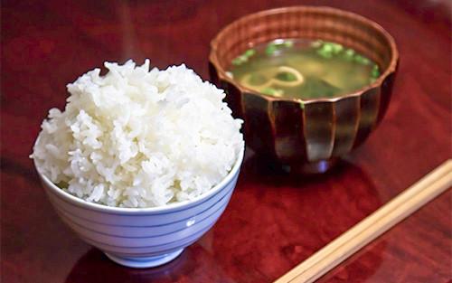 【画像】ご飯と味噌汁