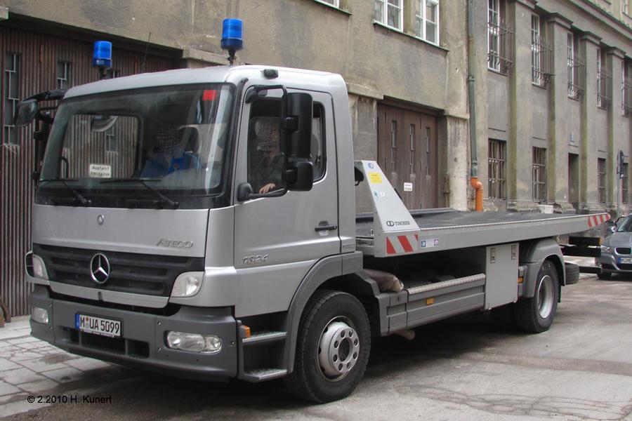 Fahrzeug mit Aufbau der Fa. Tischer