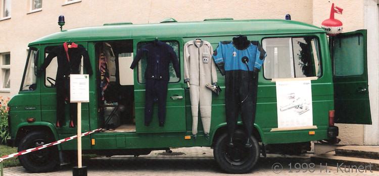 Mitgeführte Taucherausrüstung, gezeigt bei eim Tag der offenen Tür.