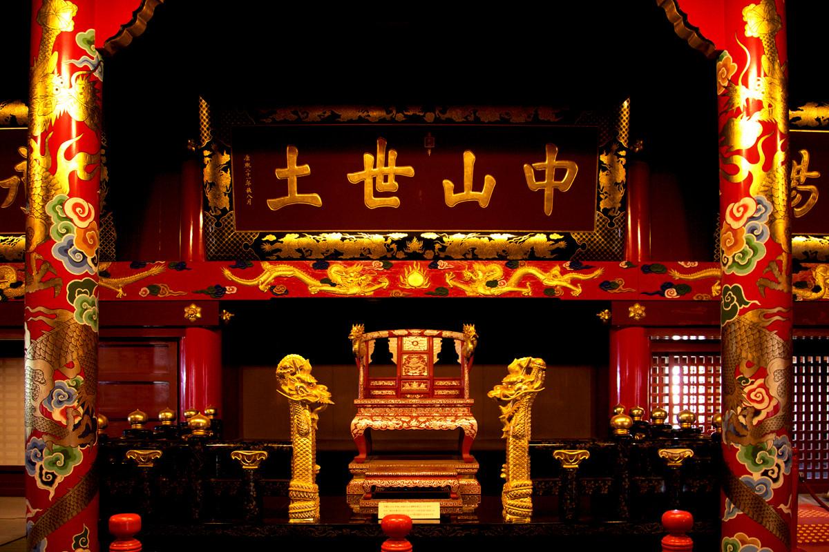 沖縄写真 首里城 御差床(うさすか)2階 国王が座る玉座