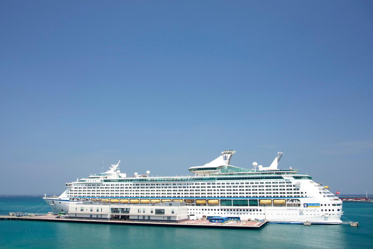 沖縄写真 クルーズ船 ボイジャーオブザシーズ