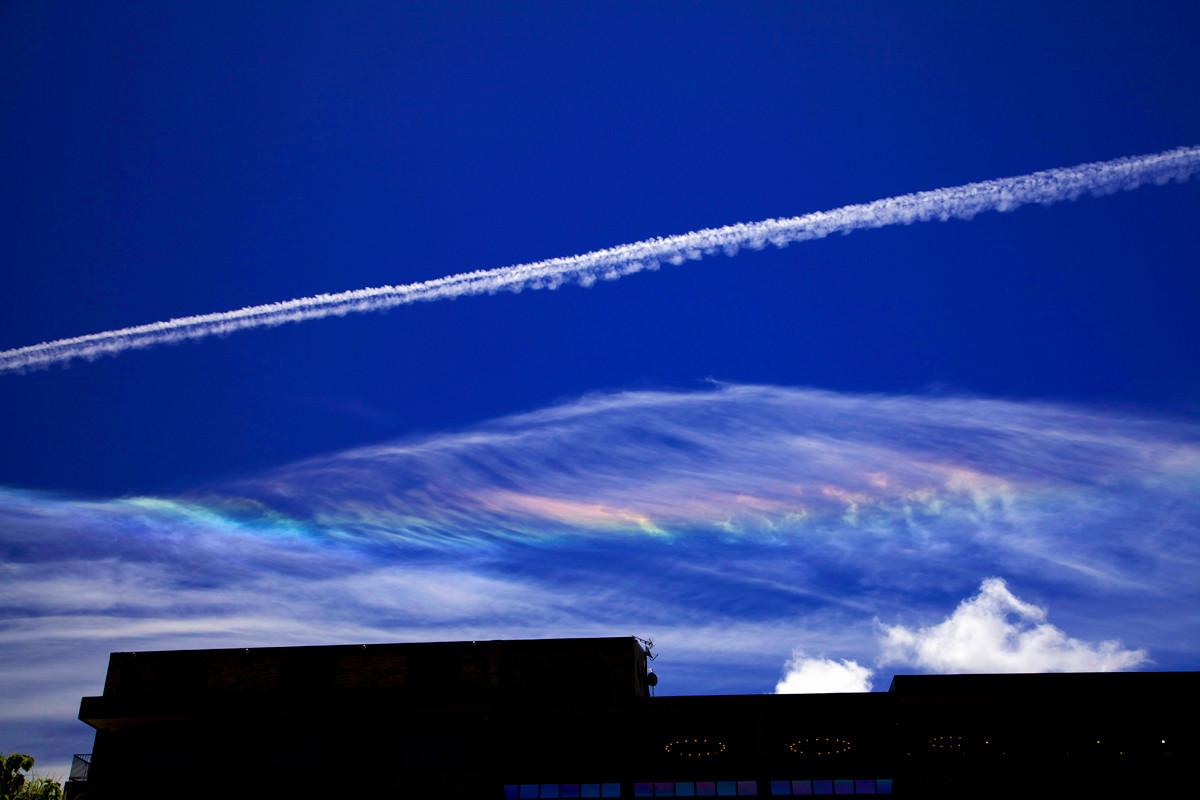 沖縄写真 彩雲とひこうき雲