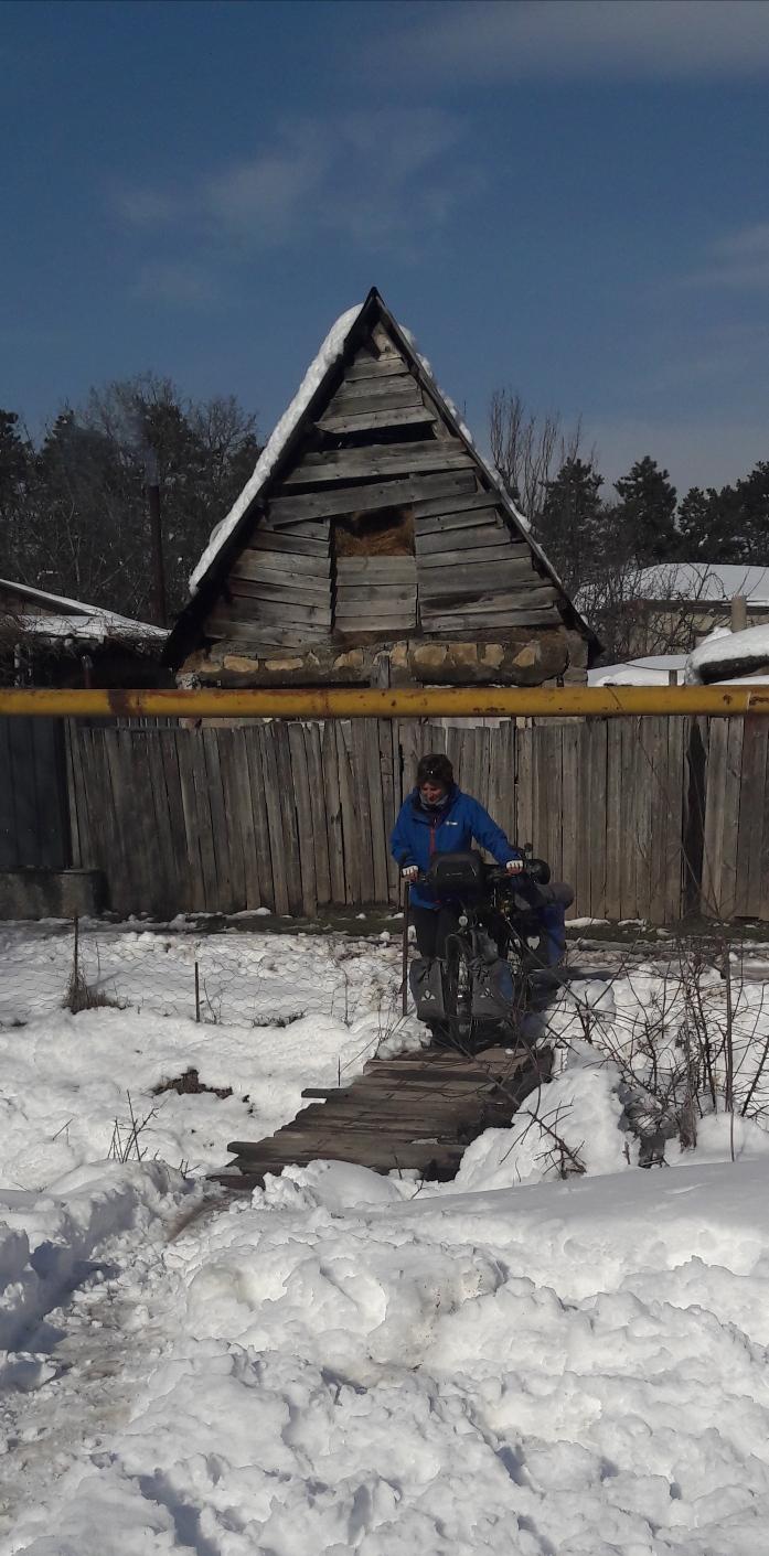 Cécile's crossing a bridge in wintertime