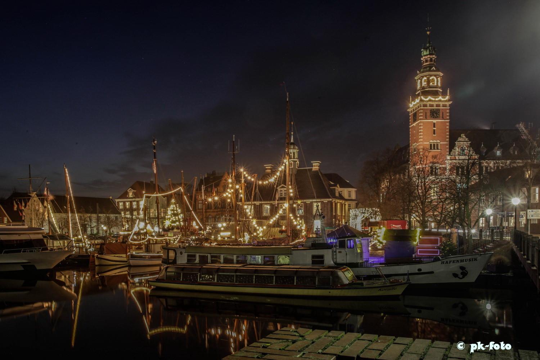 Hafen Leer mit Waage und Rathaus