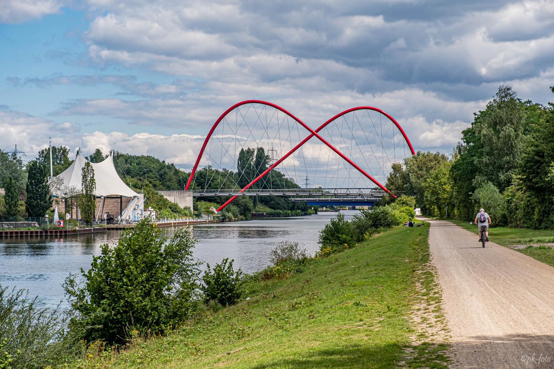 Bogenbrücke über den Rhein-Herne-Kanal am Nordsternpark in Gelsenkirchen