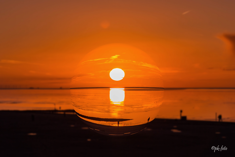 Sonnenuntergang in Kugelform in Norddeich