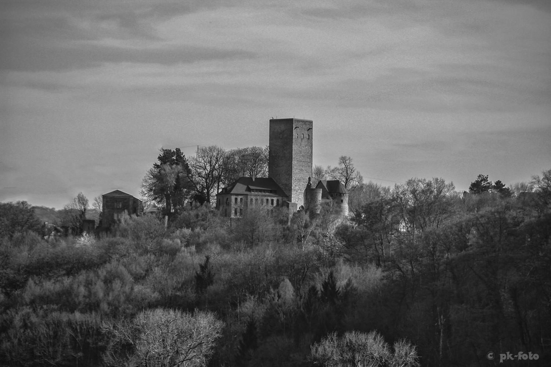 Burg Blankenstein (Hattingen) von der Ruhr aus gesehen