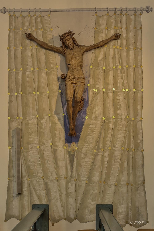 """St. Johannes-Baptist Blankenstein -der """"Vorhang"""" ist ein Gemälde von Arno Stratmann"""
