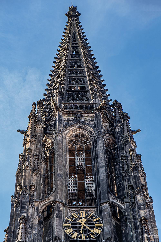In den Eisenkörben (Zwinger) wurden 1536 drei Hingerichtete zur Schau gestellt.