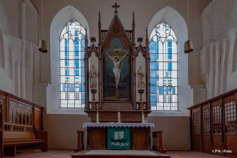Warnfried-Kirche von Osteel aus dem 13. Jahrhundert und 1830 wieder neu aufgebaut