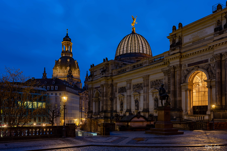 Dresdner Frauenkirche mit Kunstakademie