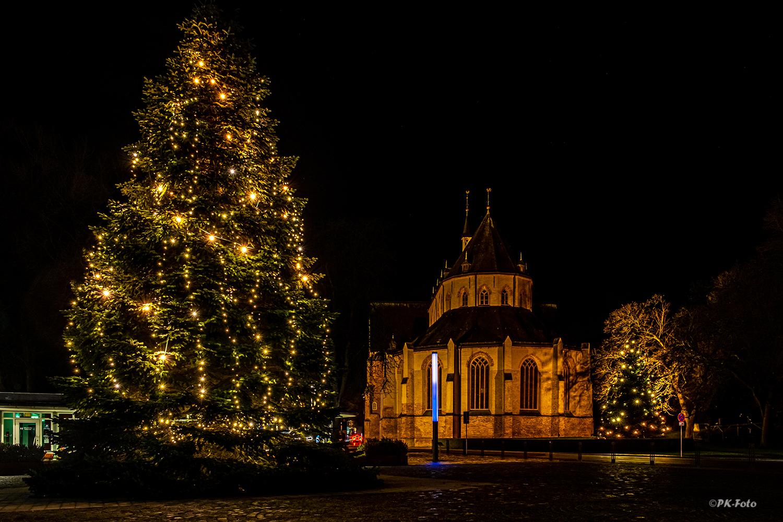 Ludgeri Kirche in Norden zur Weihnachtszeit