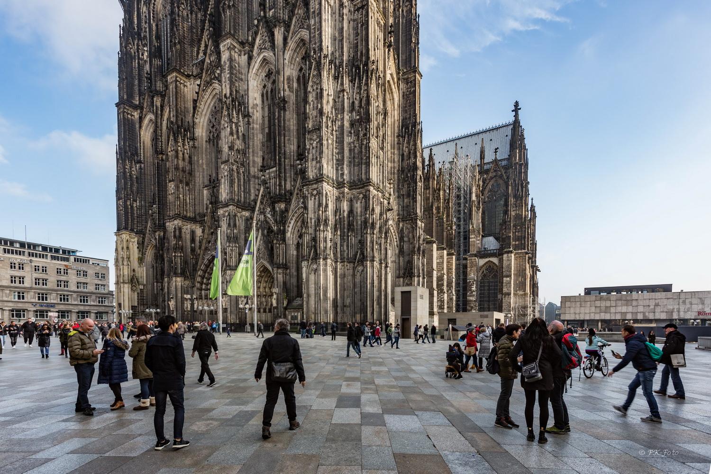 Kölner Dom mit Domplatte - Bauzeit 13.-19. Jahrhundert
