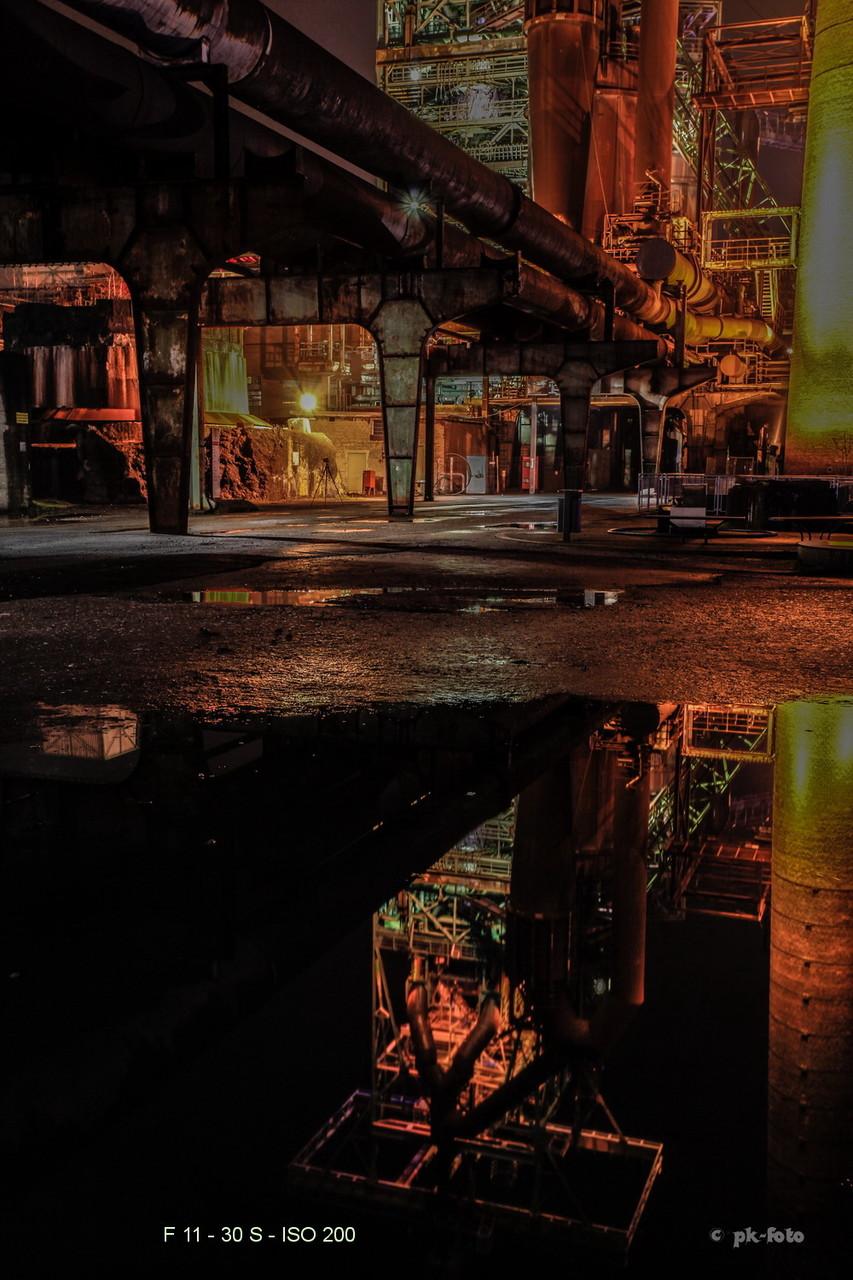 Spiegelung in einer Pfütze - Hochofen Henrichshütte