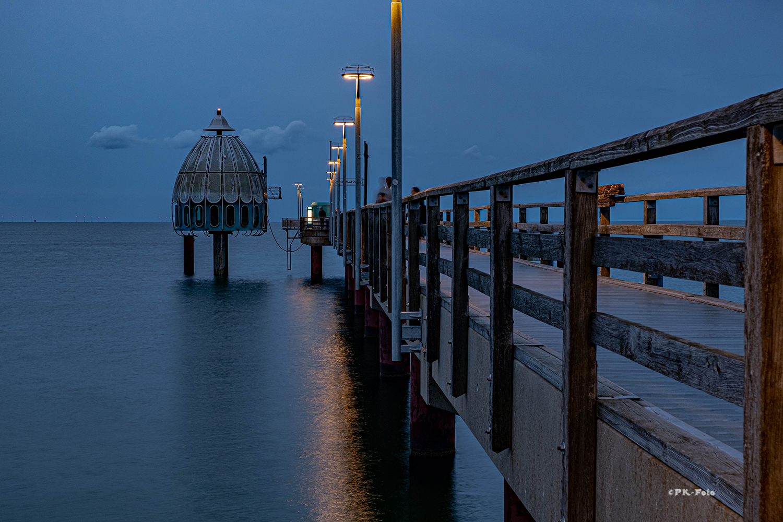 Seebrücke mit Taucherglocke von Zingst