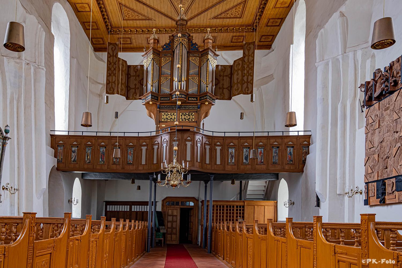 Warnfried-Kirche. Die Orgel stammt von Edo Evers aus dem Jahr 1619.