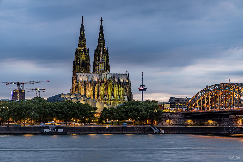 Kölner Dom in Grün