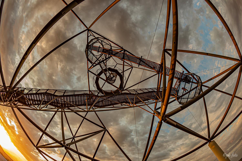 Tetraeder von unten mit Fisheye 10 mm auf Vollformat fotografiert
