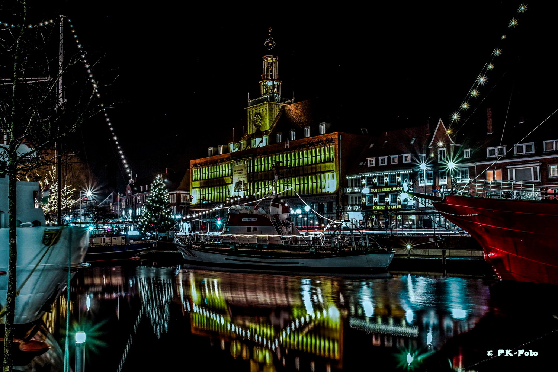 Delft mit Rathaus in Emden