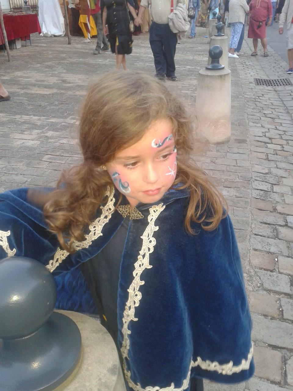 Cape enfant en velours bleu avec galon or cousu main - Médiévales Souvigny 2014 - Nathalie Navarro Créations