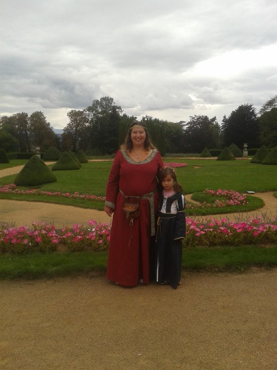 Robe médiévale femme et enfant - Médiévales de Busset 2014 - Nathalie Navarro Créations