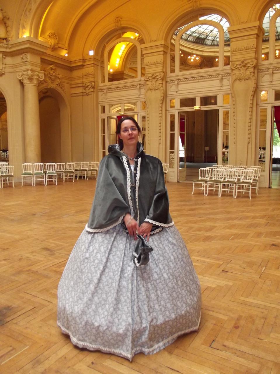 Robe second empire violet et grise cape en velours gris - Fêtes de Napoléon III de Vichy avril 2014 - Nathalie Navarro Créations