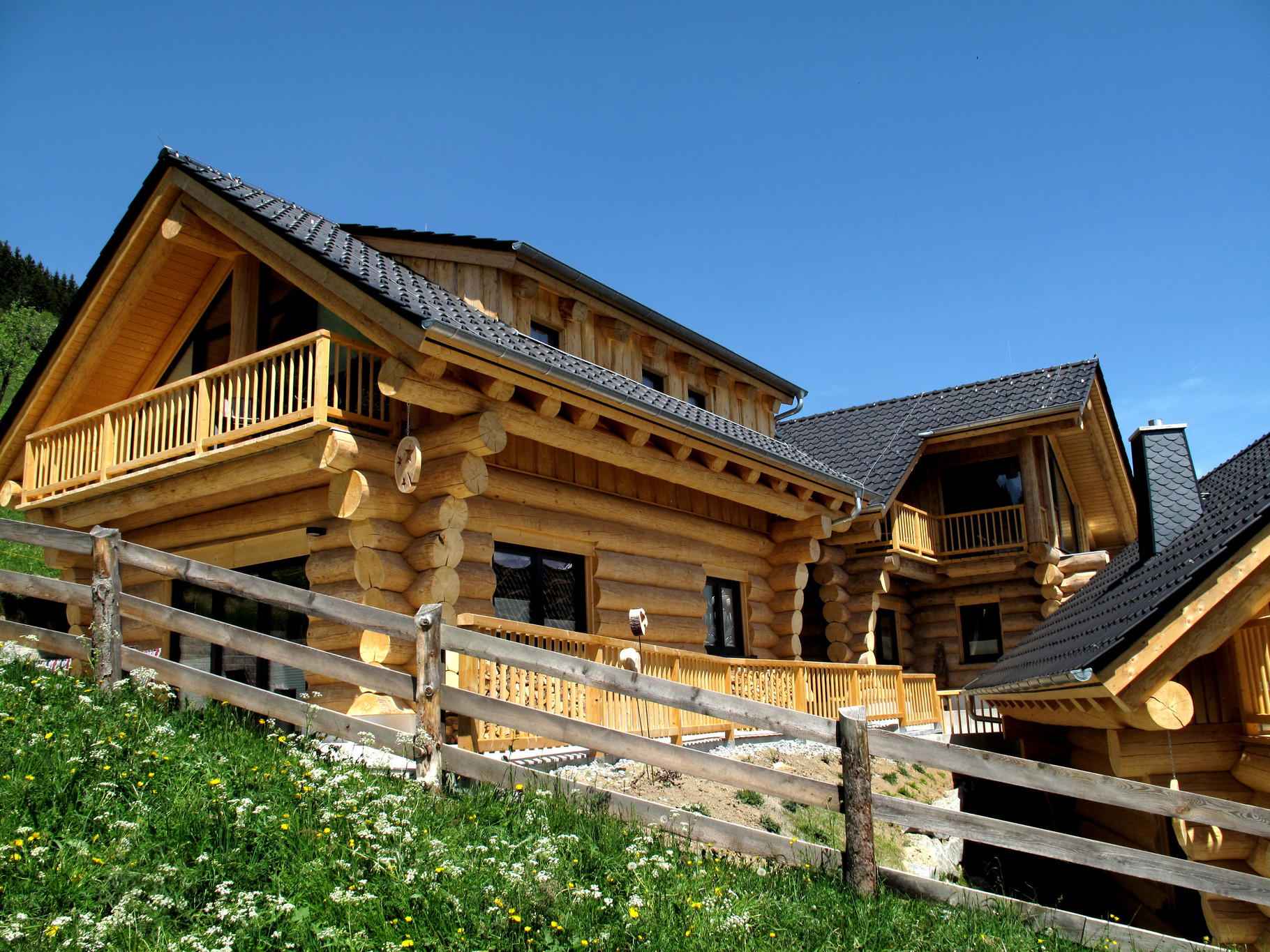 TyroLadis Chalet Lawens, Canadian style log cabin, for an unforgettable stay