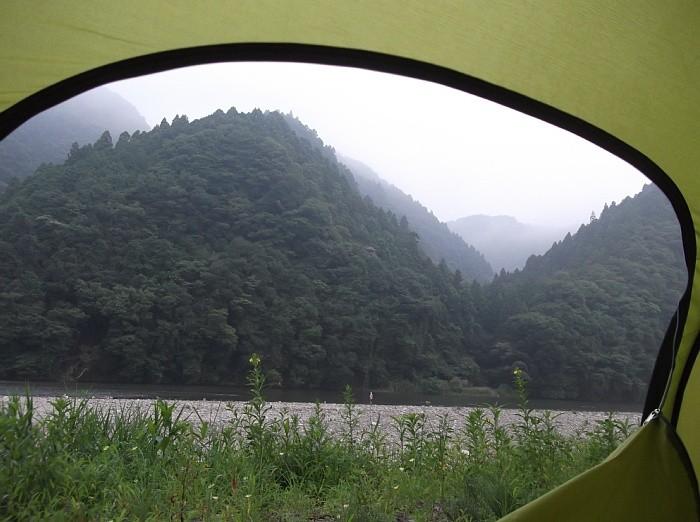 テントから久慈川