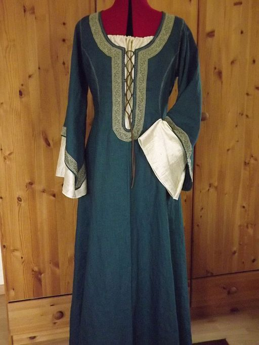 Spätmittelalterliches Kleid Leinen mit Seide