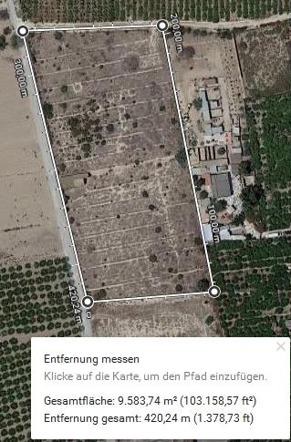 links das neue Grundstück, rechts daneben das bisherig Refugio Esperanza