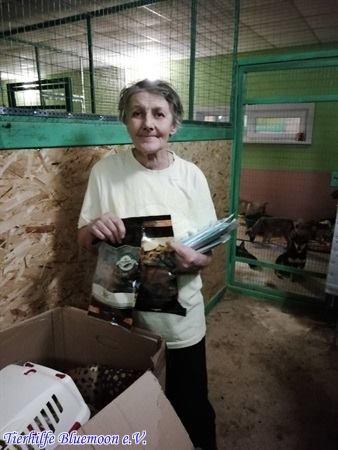 Svetlana freut sich über Spenden aus Deutschland
