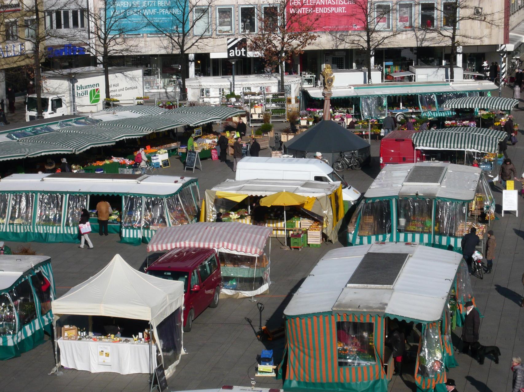 Münsterplatz mit Marktständen