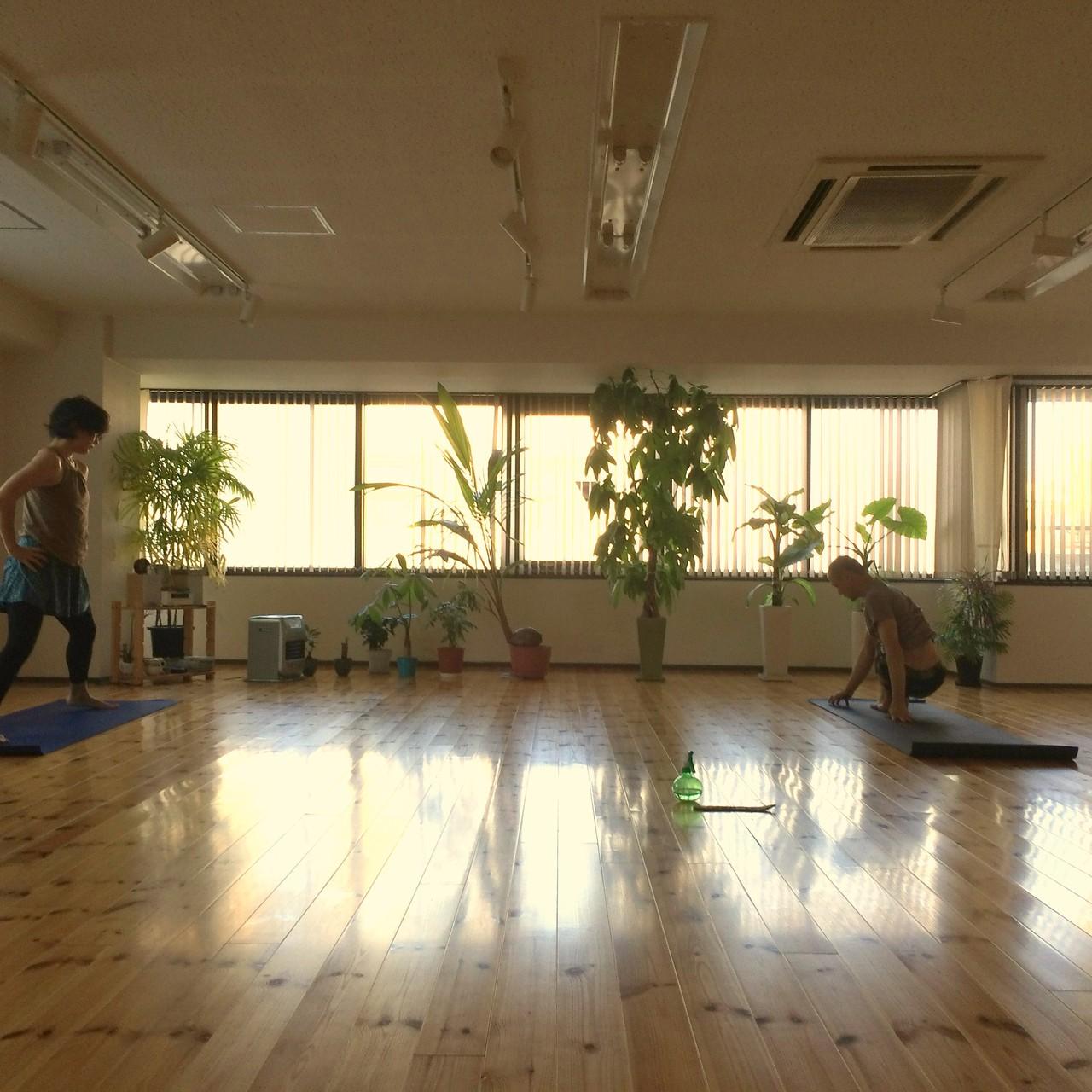 スタジオのクラスは、 マイソールクラスと言う自主練 (朝7:00から) はじまります。